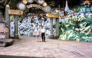 TigerBalmGarden-HawParVilla-entrance-Singapore-196009